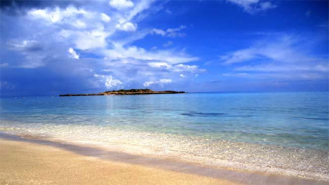 Средиземное море Кипра в июне.