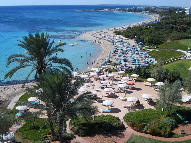 В мае на Кипре теплая погода.